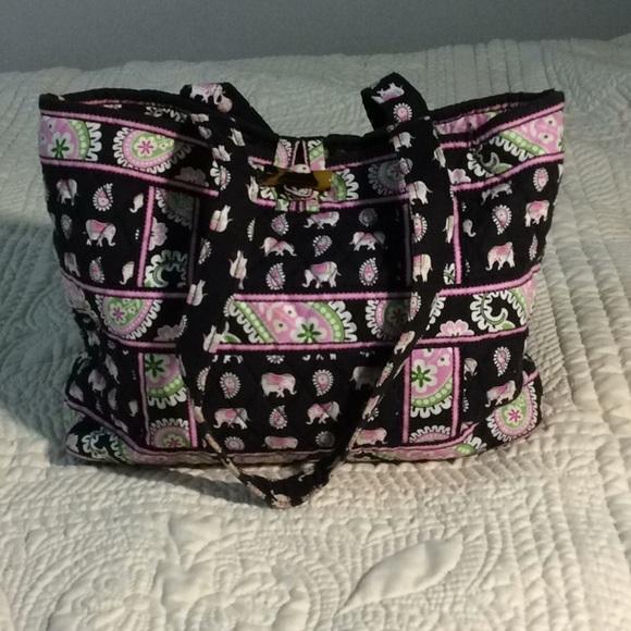 Vera Bradley Handbag. M 5be76b2b0cb5aabd23f18ab4 8f74ad5937cea